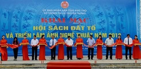 향토 도서의 날 및 푸토 (Phu Tho) 성의 풍경, 사람에 대한 예술 사진 전시회 - ảnh 1