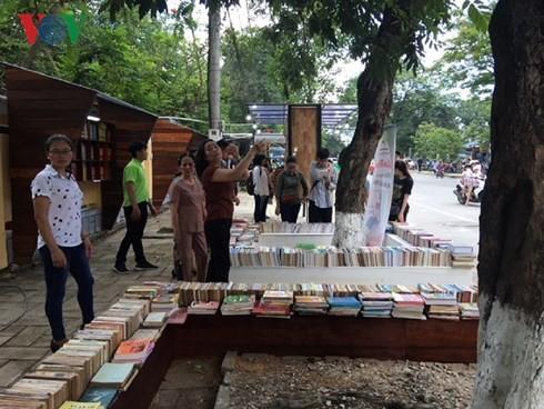 투어 티엔 후에 성,  후에 시의 첫 도서거리 개시 - ảnh 1