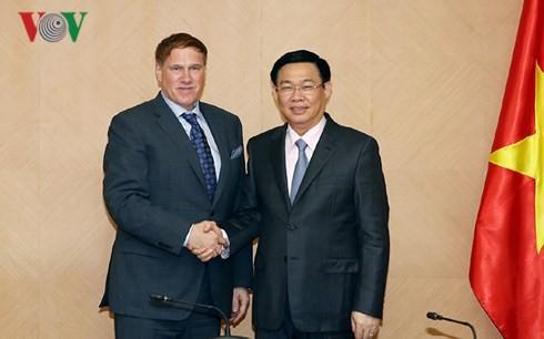 Vuong Dinh Hue 부총리,  Michael Kelly 미국 무역협회 회장 면담 - ảnh 1
