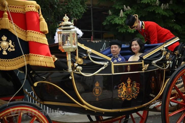 주 영국  베트남 대사는 엘리자베스 2 세 여왕에게 신임장 제출 - ảnh 2