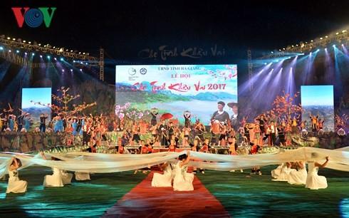 특색있는 커우바이 (Khâu Vai ) 사랑시장 축제 - ảnh 1
