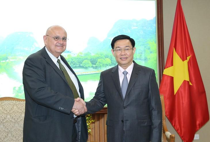 Vuong Dinh Hue베트남 부총리,  미국 대사와 브라질 대사 접견 - ảnh 1