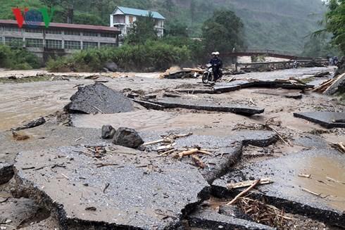 베트남 북부 산악 지방들, 홍수의 여파 극복 노력 - ảnh 1