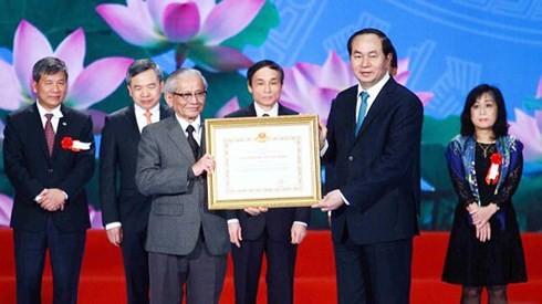 베트남 사회 과학에 대한 공헌한 Phan Huy Le교수겸 인민 교육자 - ảnh 2