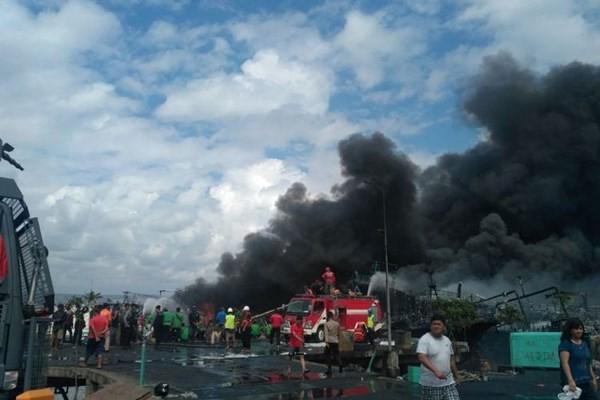 (인도네시아) 발리 섬의 항구, 대형 화재 - ảnh 1