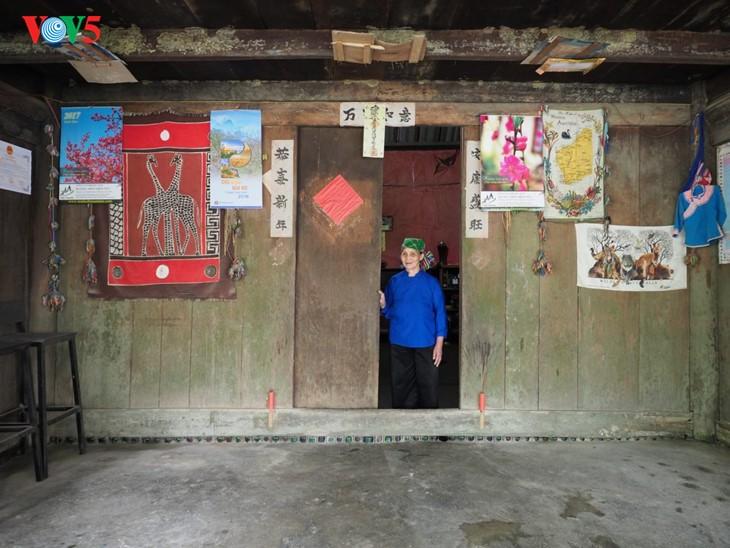 사진집: 따반 – 산 마을속의 거리 - ảnh 11