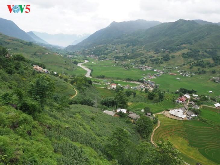 사진집: 따반 – 산 마을속의 거리 - ảnh 1