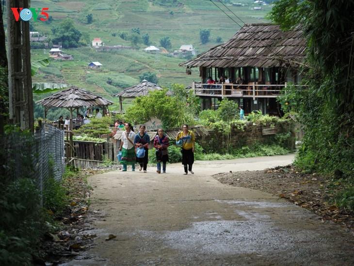 사진집: 따반 – 산 마을속의 거리 - ảnh 4