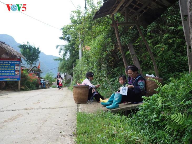 사진집: 따반 – 산 마을속의 거리 - ảnh 8