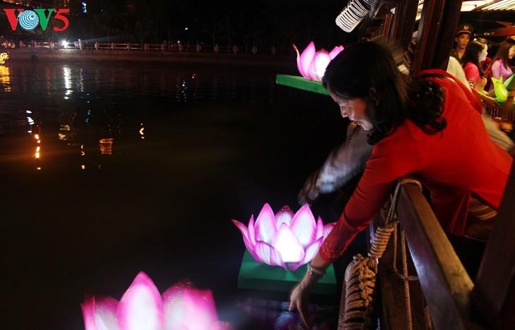 Can Tho성,  제2차 Ninh Kieu 꽃등 관광의 날 개최 - ảnh 1