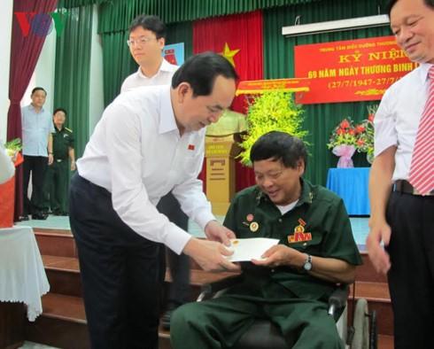 쩐다이꽝 베트남 국가주석; 유공자들의 긴급한 수요 충족에  자원 우선 순위 - ảnh 2