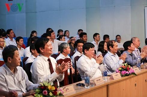 베트남 라디오 VOV1 채널 및 FM 24/7 영어 채널  북중부 지역  방송 개시 - ảnh 1