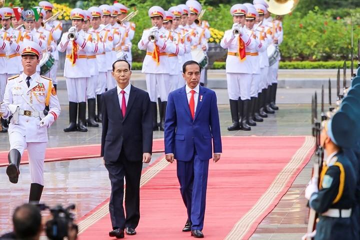 쩐다이꽝 국가주석, 조코 위도도 인도네시아 대통령 환영식 주재 - ảnh 1
