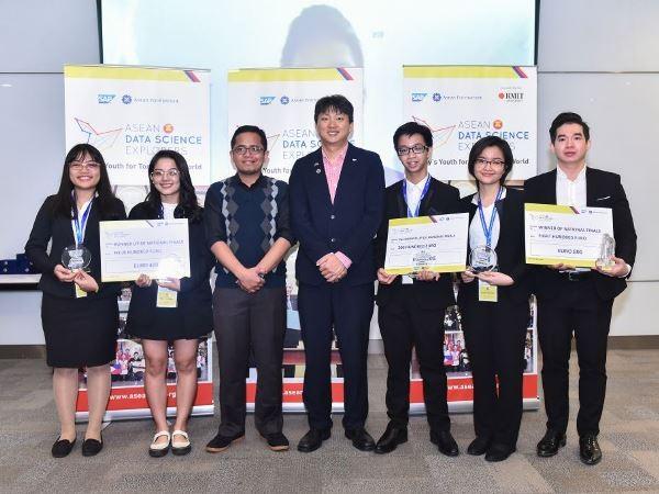 베트남 RMIT 대학생, ASEAN 데이터 과학 탐험가 경연의 일등 획득 - ảnh 1