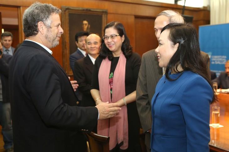 베트남과 아르헨티나, 보건 분야의 협력 증진 - ảnh 1