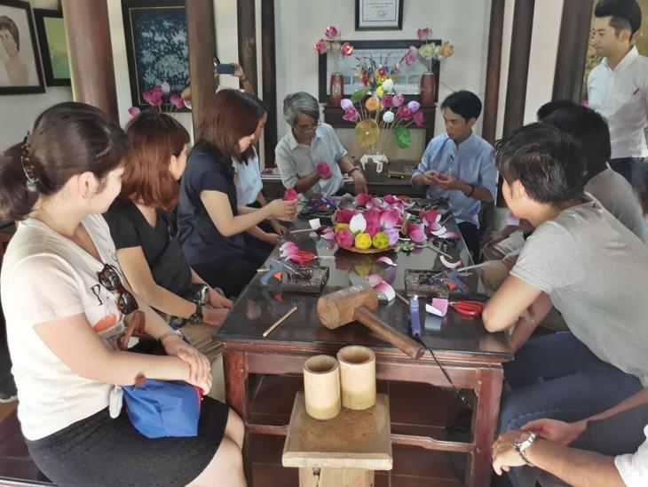 베트남 관광:  일본 Famtrip여행단체,  Huế의 일부 관광지 답사 - ảnh 2