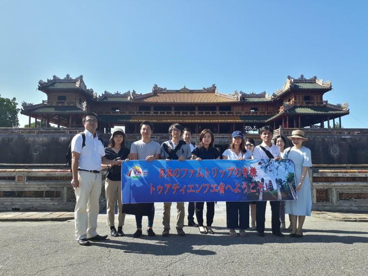 베트남 관광:  일본 Famtrip여행단체,  Huế의 일부 관광지 답사 - ảnh 1