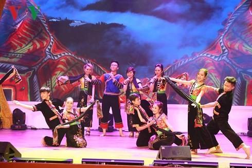 베트남 언론 가요대회 개막 - ảnh 1