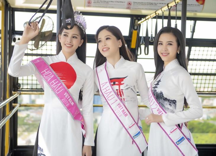 탑 3미스 베트남,  우아한 아오자이 차림으로  해돋이 축제 참여 - ảnh 2