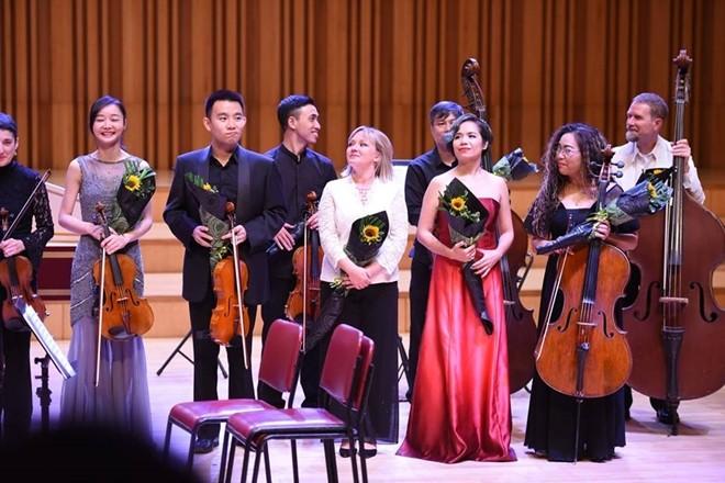 플룻 티스트 레 트 흐엉 (Lê Thư Hương), 국제 연주회에서 베트남 음악 소개 - ảnh 2
