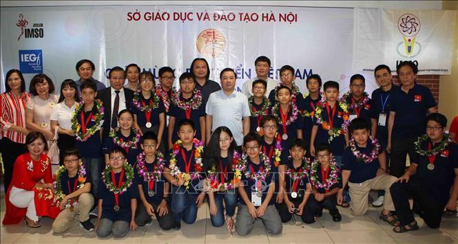 하노이,  2018 국제수학과학올림피아드 (IMSO 2018)  수상 학생 표창 - ảnh 2