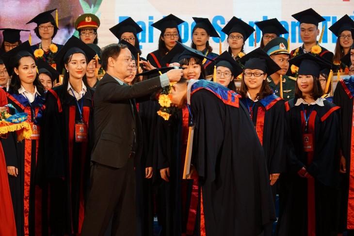 하노이시, 대학 수석 졸업생 표창 - ảnh 12