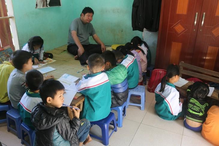 빈곤 아동을 위한 마음껏 기울이는 장애인 교사 - ảnh 2