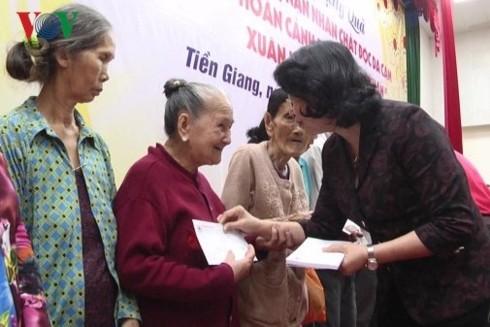 베트남 조국전선의 빈곤 가정을 위한 설날 준비 - ảnh 2