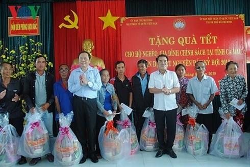 베트남 조국전선의 빈곤 가정을 위한 설날 준비 - ảnh 1