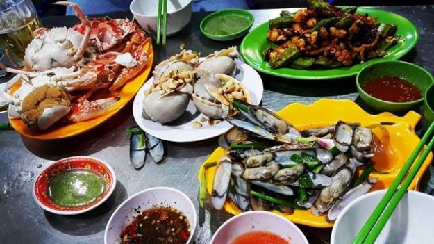 붕따우 야시장 - 해산물을 갈아 먹는 사람들을 위한 천국 - ảnh 3