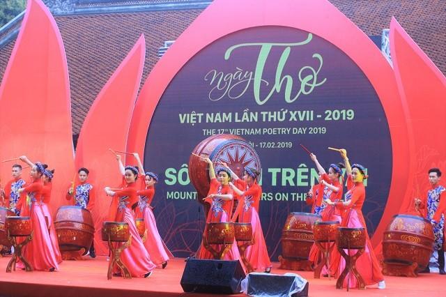 2019 년 제17회 베트남 시의 날, 베트남 문학을 세계에 널리 알리는 데 기여 - ảnh 1