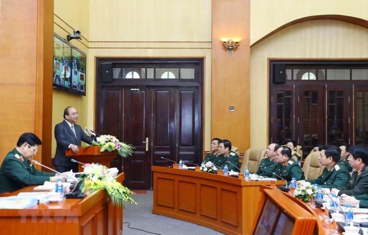 응우옌 쑤언 푹 총리, 국방과 경제발전은 함께 간다는 정신고취 강조 - ảnh 1