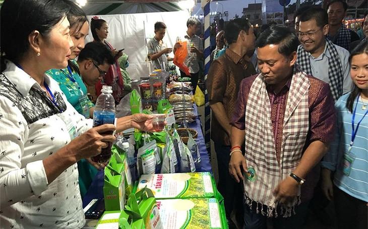 베트남 기업, 캄보디아에서 상품 홍보 및 협력 강화 - ảnh 1