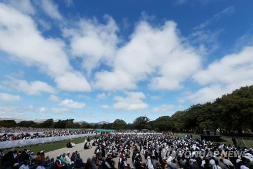 뉴질랜드 참사현장 2만명 모여 추모…아던 총리