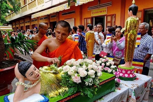 응우옌 쑤언 푹 총리, 크메르 전통설날에 대한 축전 전달 - ảnh 1