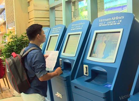 베트남 항공사, 많은 외국 공항에서 셀프 체크인 서비스 시작 - ảnh 1