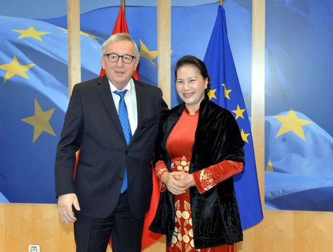 응우옌 티 낌 응언 국회의장, 장 클로드 융커(Jean-Claude Juncker) 유럽연합 집행위원장과 회의 - ảnh 1