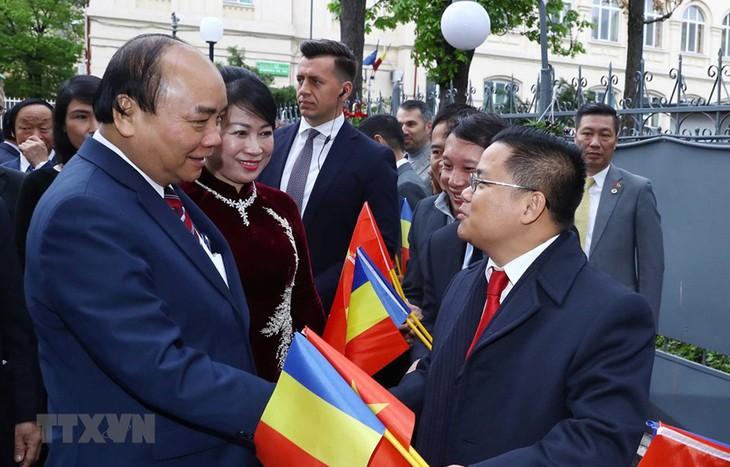 응우옌 쑤언 푹 국무총리의 루마니아 방문의 활동들    - ảnh 1