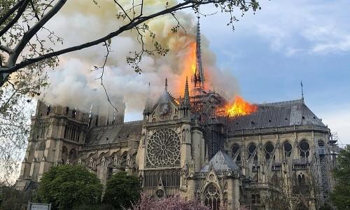 프랑스: 파리 노트르담 대성당 화재 - ảnh 1