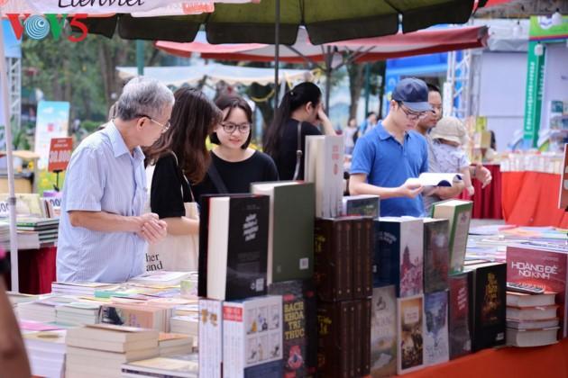 제6회 베트남 책의 날, 사회 공동체의 독서 문화 전파에 기여 - ảnh 1