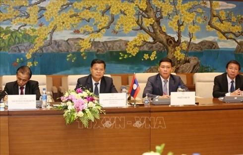 통티퐁 (Tòng Thị Phóng) 국회상임부의장, 라오스 국회부의장과 회담 - ảnh 2