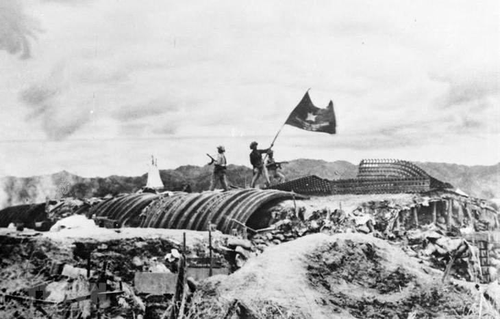 띠엔 비엔 푸 승리 65주년 기념: 디엔 비엔 푸 승리의 독립, 자주,  결전과 필승의 정신을 발휘함으로써 조국 건설 및 보호 사업의 승리를  실현한다. - ảnh 1