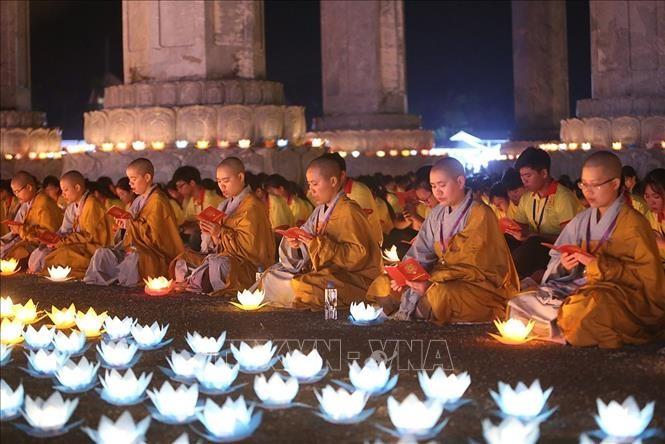 2019 유엔 베삭 대제전: 세계평화 기원 꽃등 축제 - ảnh 1
