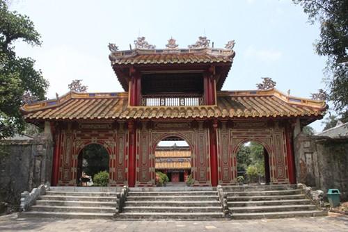 응우옌 왕조 특유의 왕릉 - ảnh 1