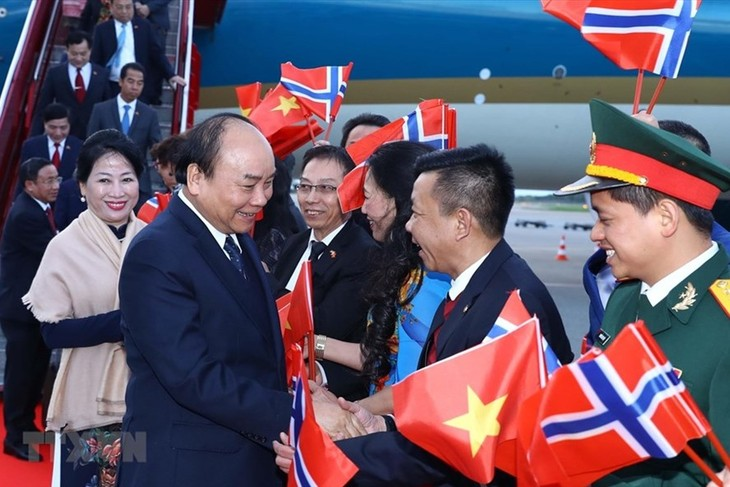 응우옌 쑤언 푹 총리,공식 방문 일정시작 - ảnh 1