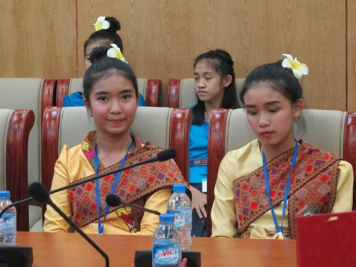 Đoàn thanh thiếu nhi kiều bào Lào về thăm Việt Nam - ảnh 4