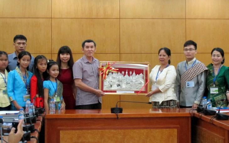 Đoàn thanh thiếu nhi kiều bào Lào về thăm Việt Nam - ảnh 5