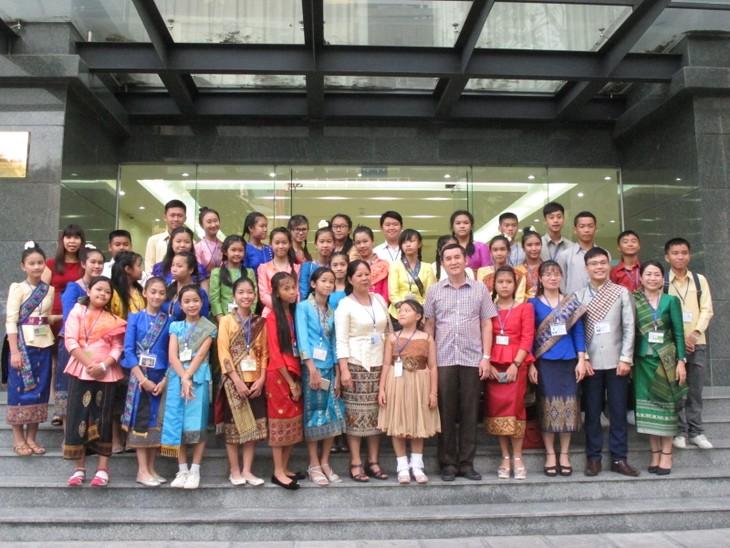 Đoàn thanh thiếu nhi kiều bào Lào về thăm Việt Nam - ảnh 6