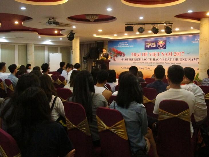 Các thanh niên kiều bào tham quan Hội trường Thống nhất và giao lưu với John Hùng Trần - ảnh 5