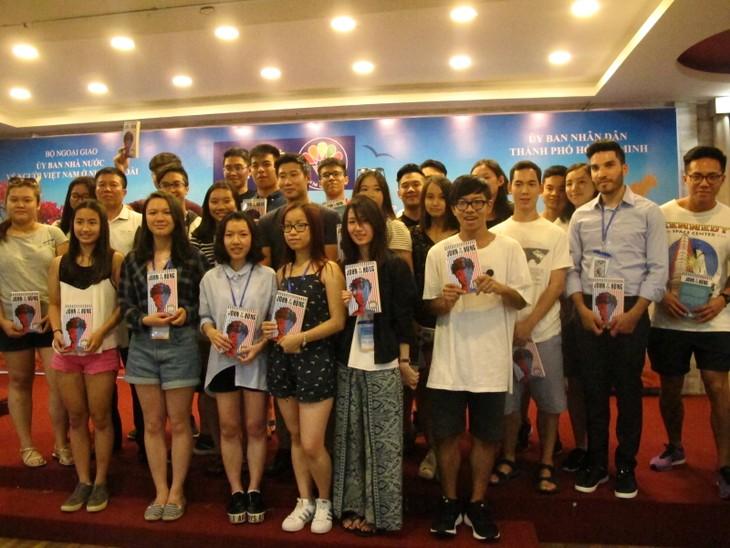 Các thanh niên kiều bào tham quan Hội trường Thống nhất và giao lưu với John Hùng Trần - ảnh 6